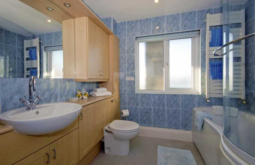 Pembrokeshire holiday home - family bathroom