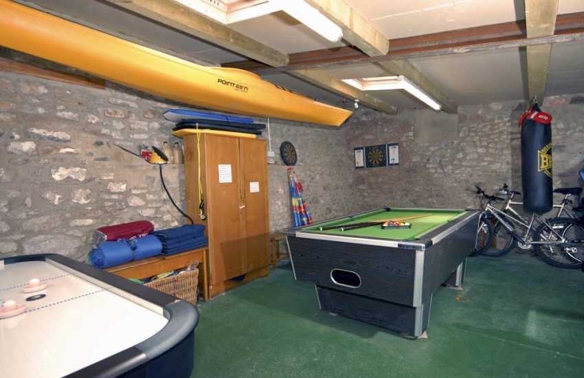 Pembroke holiday cottage with games room - pool, air hockey, bikes and wet suits