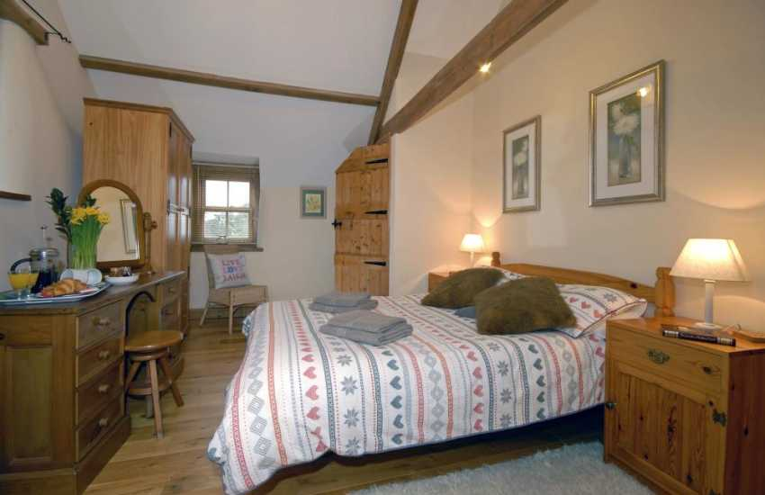 Pembrokeshire cosy holiday cottage sleeps 6 - double