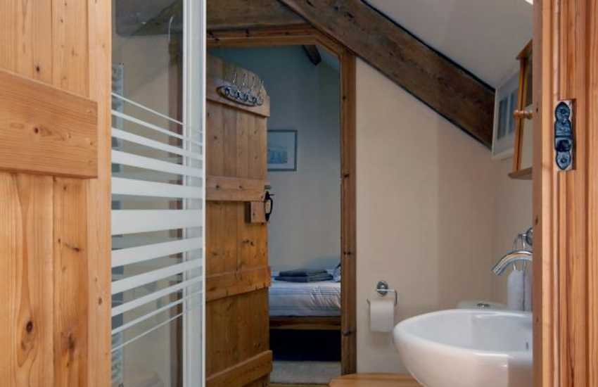 Pembrokeshire holiday cottage - first floor shower
