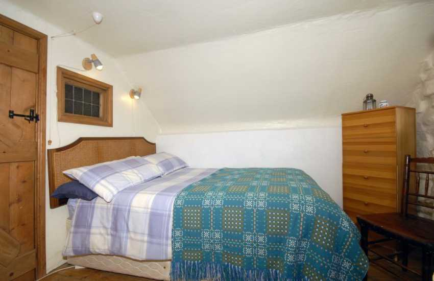Self-catering cottage North Pembrokeshire seeps 4 - double with mountain views