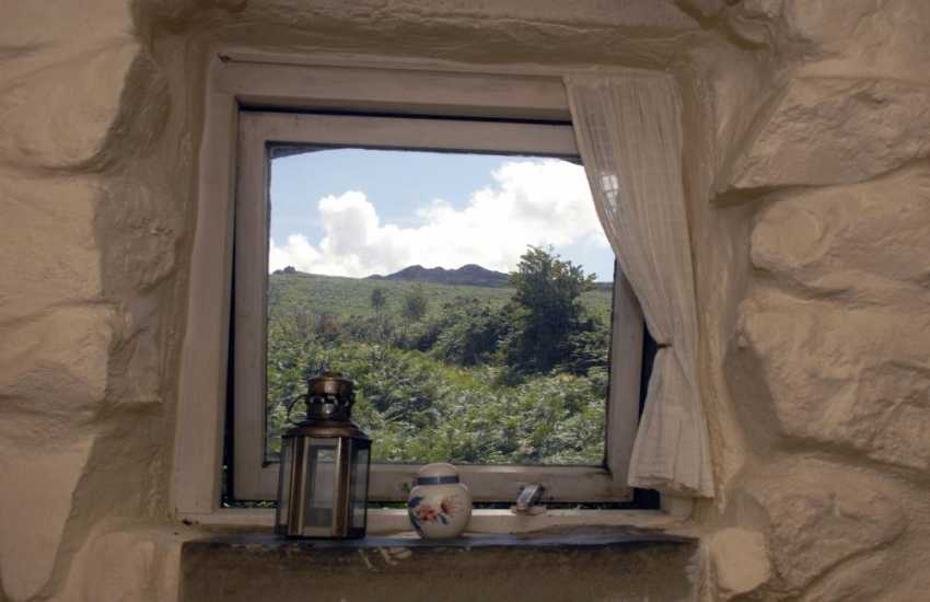 Quaint Welsh stone cottage with lovely views up to Carn Ingli Mountain