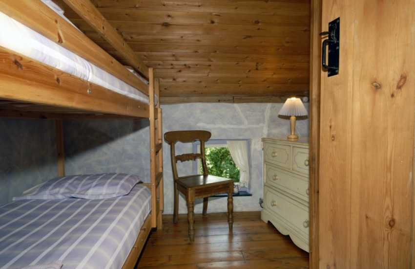 Carn Ingli Mountain Newport holiday cottage sleeps 4 - bunk room