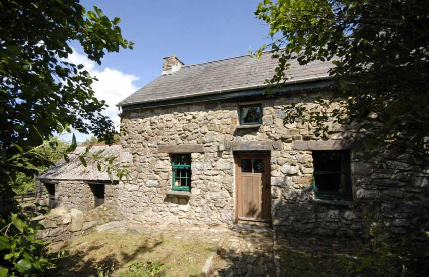 Preselli Hills Welsh cottage with private gardens and pets welcome