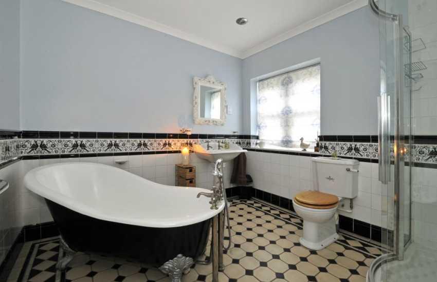 Victorian house for holidays-bathroom