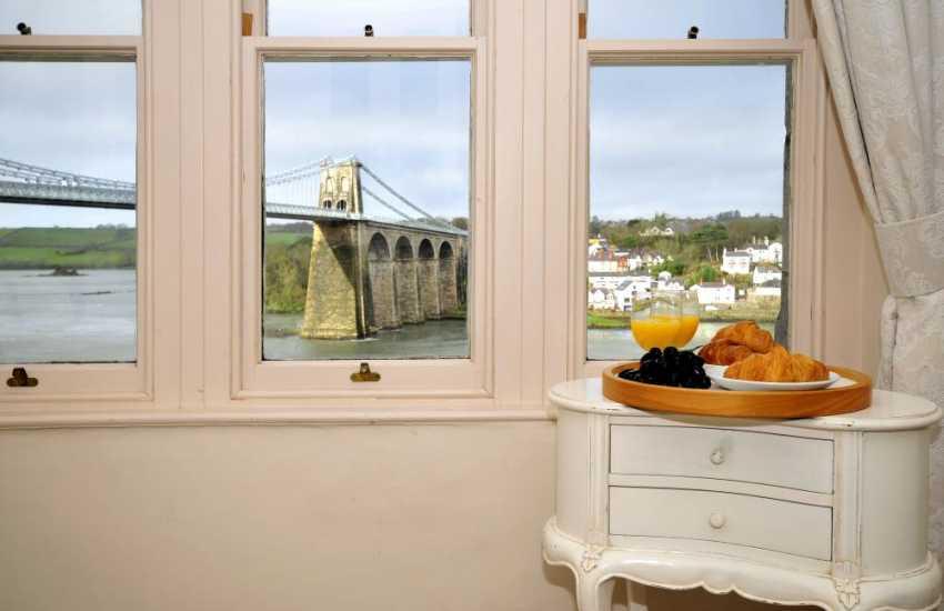 Caernarfon close by holiday home-sleeps 14