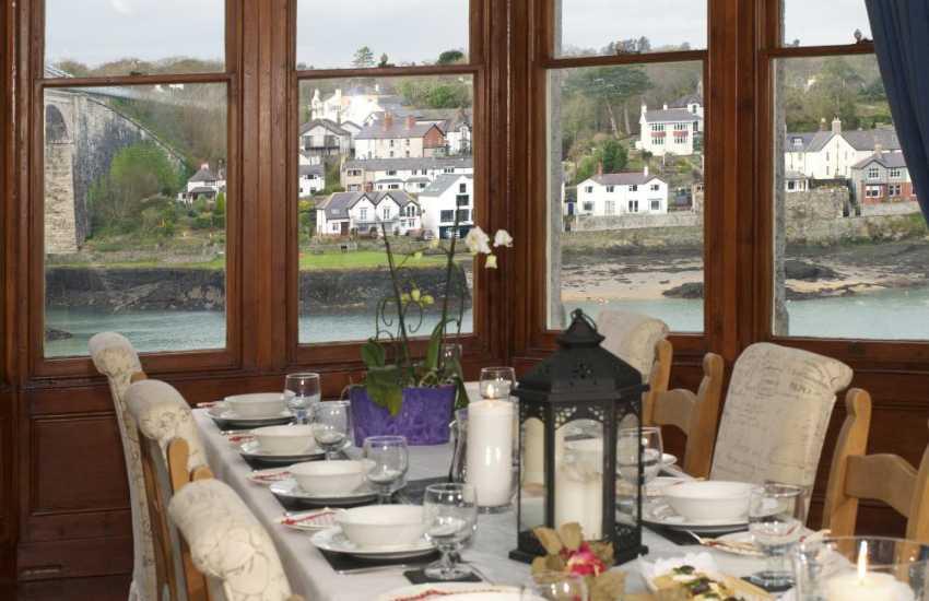 Snowdonia holiday home-dining room views