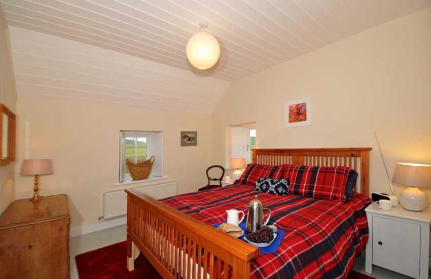 St Davids holiday cottage - bedroom