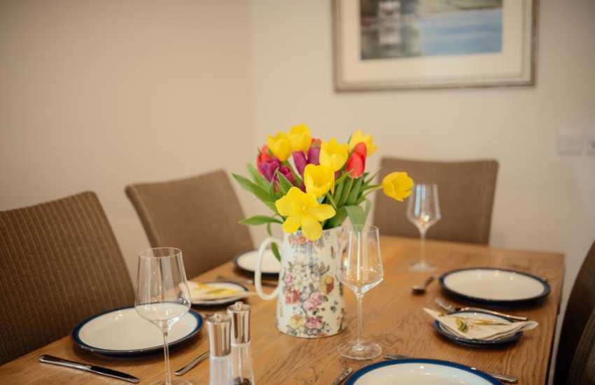 Carmarthen cottage holiday-dining area