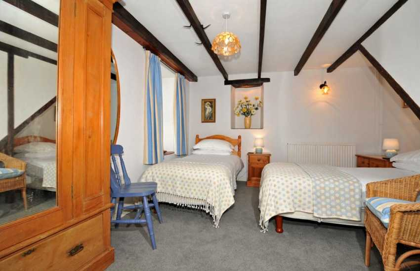 Pembrokeshire cottage holiday - twin bedroom