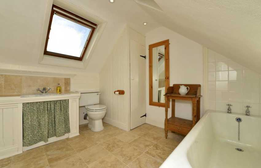 Solva holiday cottage - master en-suite bathroom
