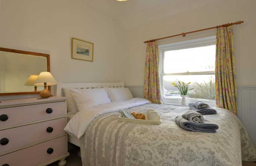 Pembrokeshire holiday cottage sleeps 6 - double