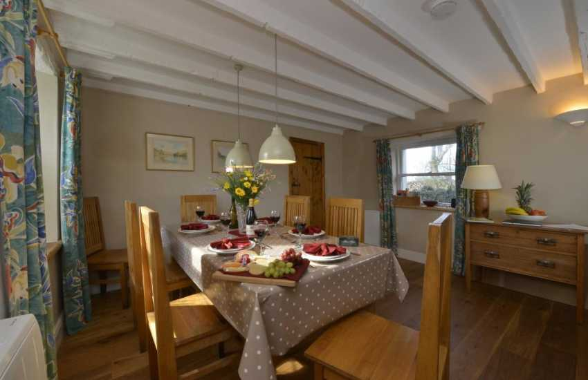 St Davids cosy holiday cottage with open plan dining/sitting room