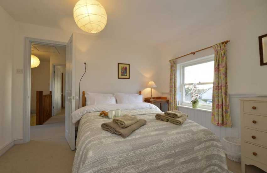 St Davids holiday cottage - master double with en-suite bathroom