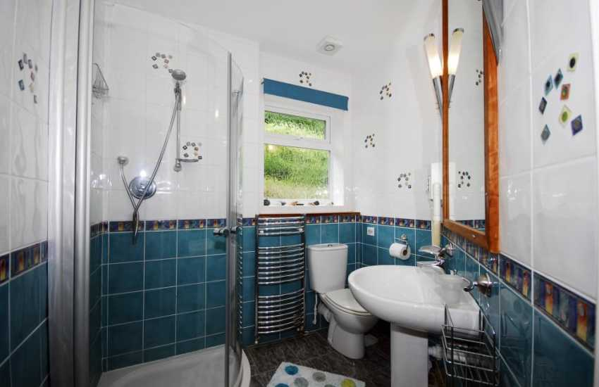 Holiday cottage bungalow - shower room.