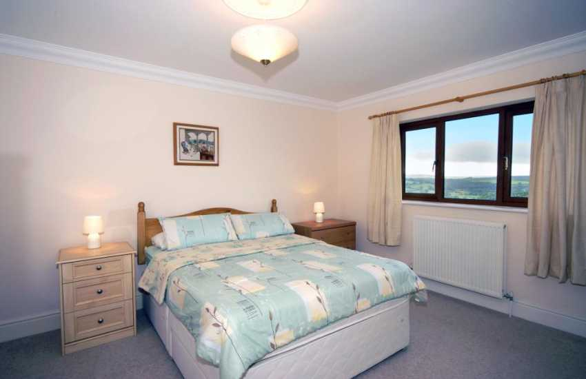 Cenarth holiday home - double with en-suite shower and countryside views