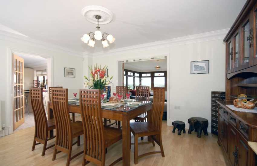 Newcastle Emlyn spacious holiday house with open plan dining room