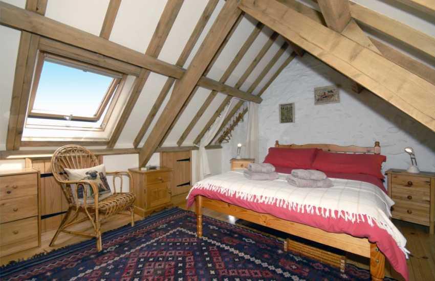 Pembrokeshire coastal holiday cottage with crog loft double