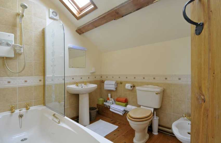 Elan Valley holiday cottage sleeps 4 - bath
