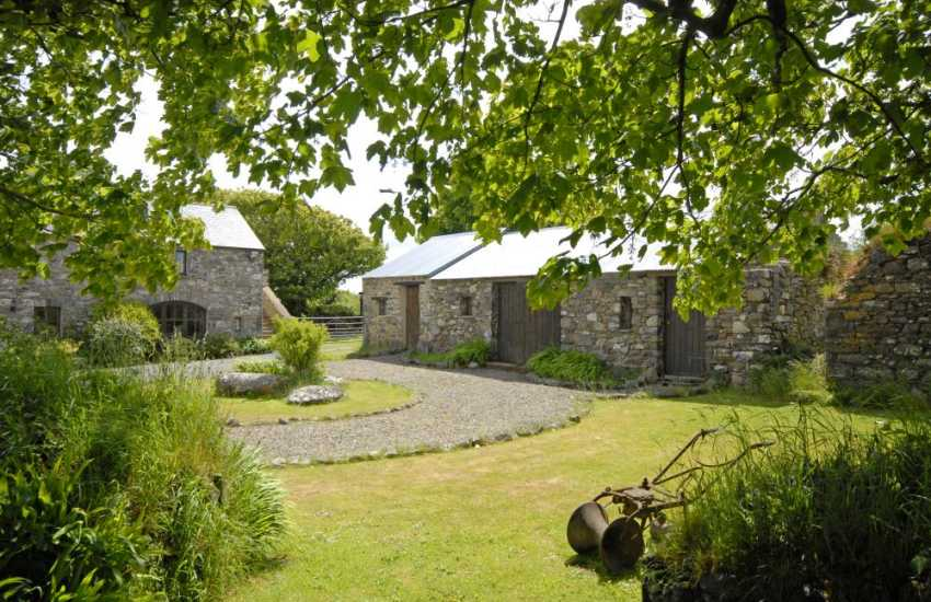 Fishguard coastal holiday cottage tranquil setting - courtyard gardens