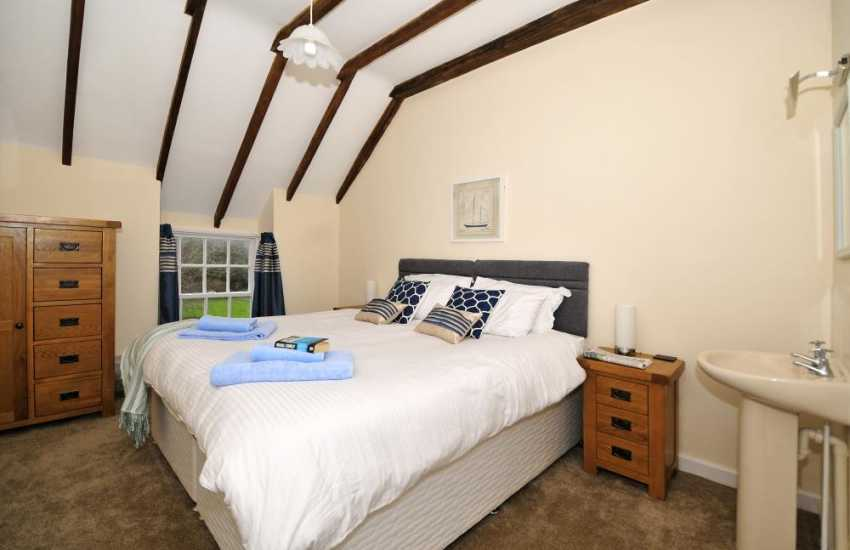 Anglesey holiday house - twin bedroom