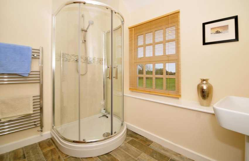Luxury holiday house Anglesey - shower-room