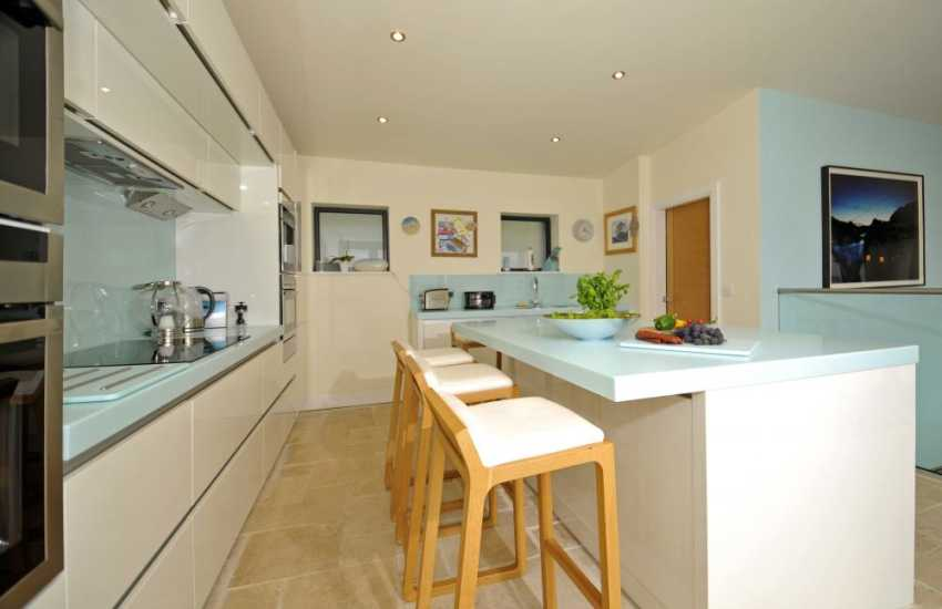 Luxury holiday house Menai Bridge - kitchen