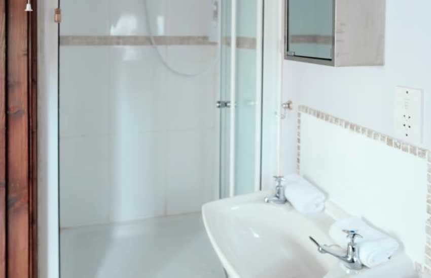 Welsh cottage holiday for two - shower room