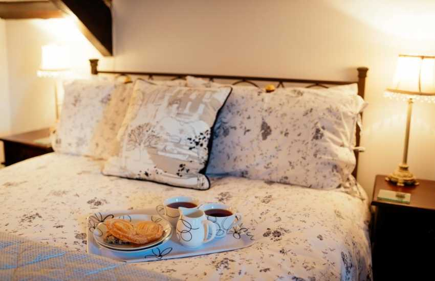 Romantic holiday for two in the village of Llanmadoc on the Gower - bedroom