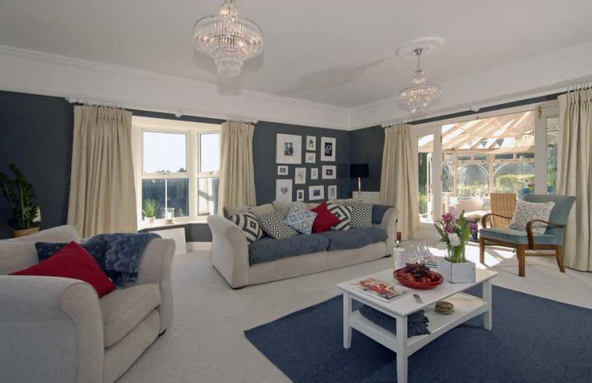 Saundersfoot coastal holiday home - spacious sitting room with sea views