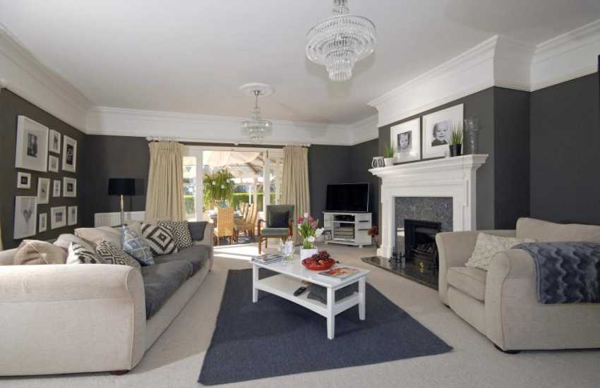 Saundersfoot coastal holiday home - spacious sitting room with feature fire place and sea views