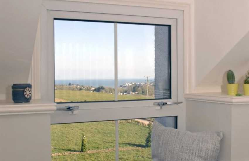 Saundersfoot holiday home with sea views