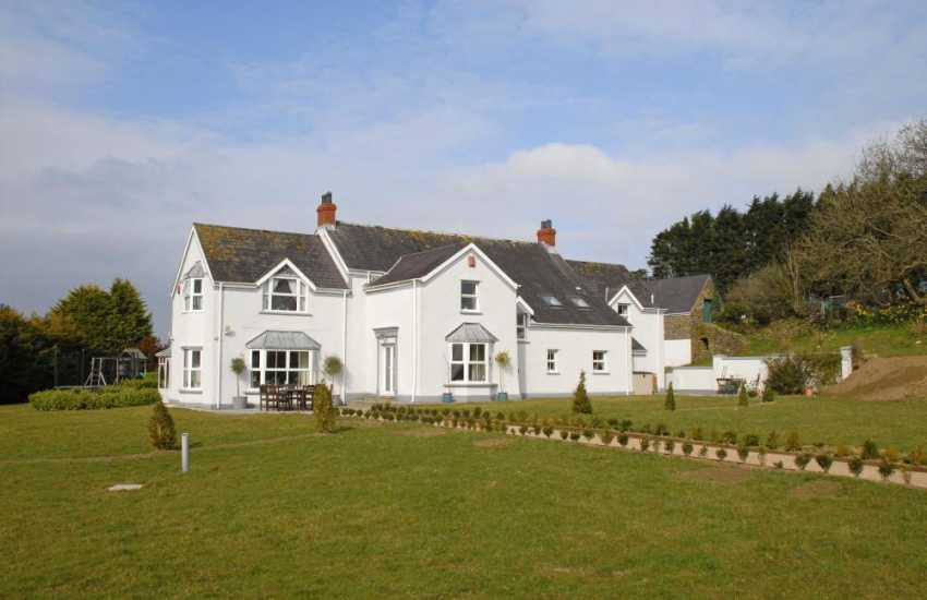 Saundersfoot Pembrokeshire holiday home with large gardens