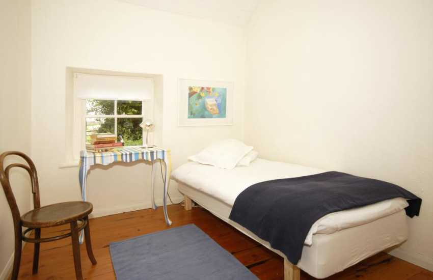 Pembrokeshire cottage sleeping 5 - single