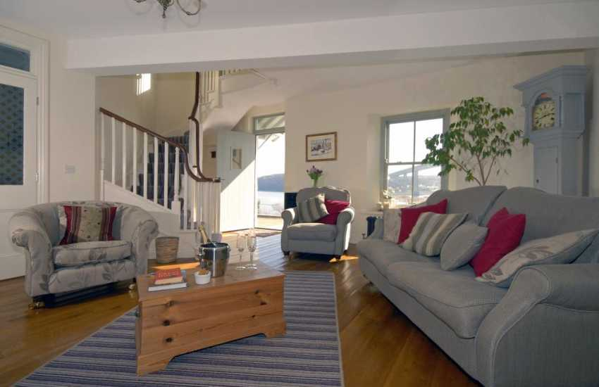 Pet friendly holiday house near the South Pembrokeshire coast - spacious sitting/dining area