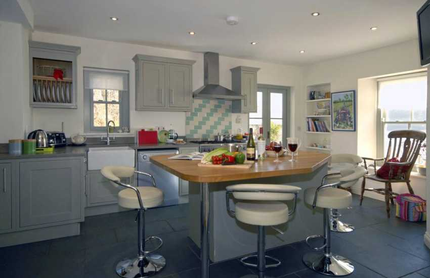 Luxury self-catering holiday house on the Cleddau River - kitchen with range cooker and double electric ovens