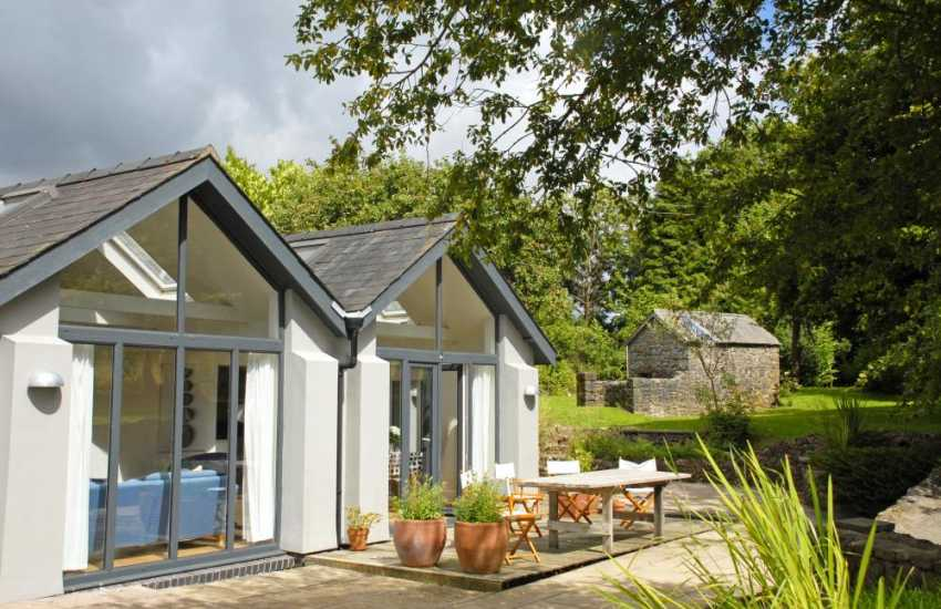South Pembrokeshire cottage with sheltered deck