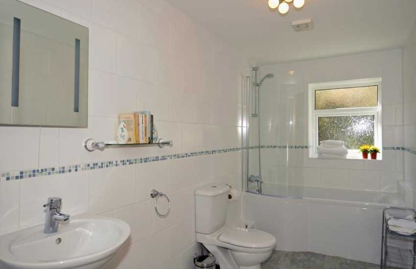 Anglesey holiday cottage sleeps 4 - bathroom