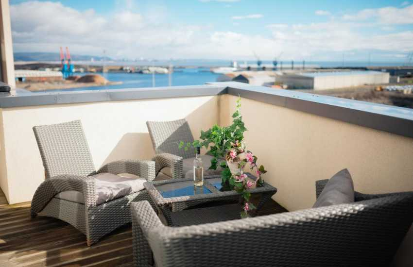 Gower luxury penthouse apartment Swansea marina-sleeps 4