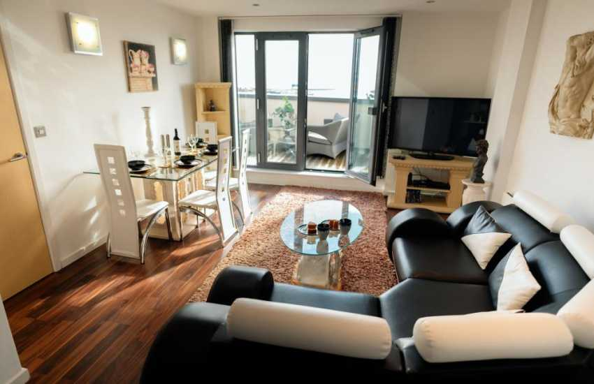 Swansea marina penthouse apartment for holidays-lounge diner