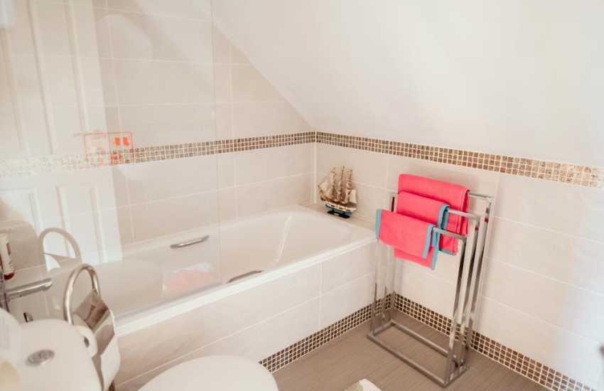 Rhossili bay short drive from Llandeilo holiday cottage - bathroom