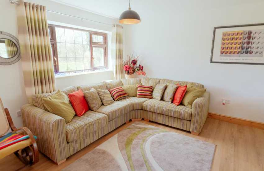 Glynhir golf course nearby holiday cottage Llandeilo - lounge area