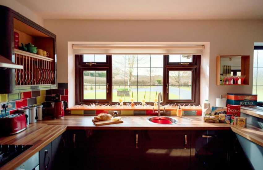 Cottage holiday near the Gower Peninsula sleeping 4 - kitchen