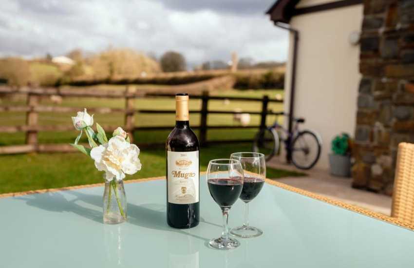 Luxury cottage holiday near Glynhir golf course