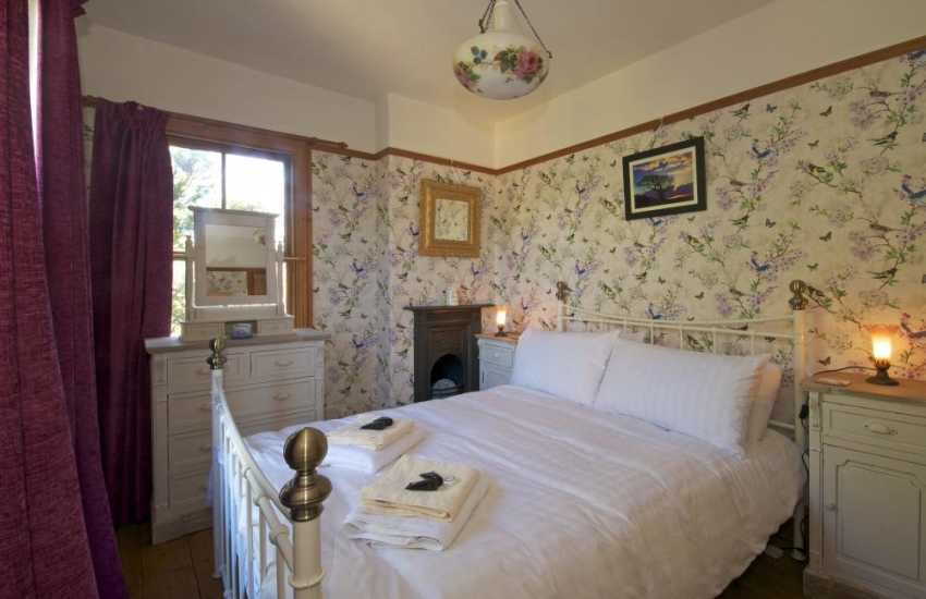 Pet friendly Aberystwyth holiday cottage with hot tub Wales - bedroom
