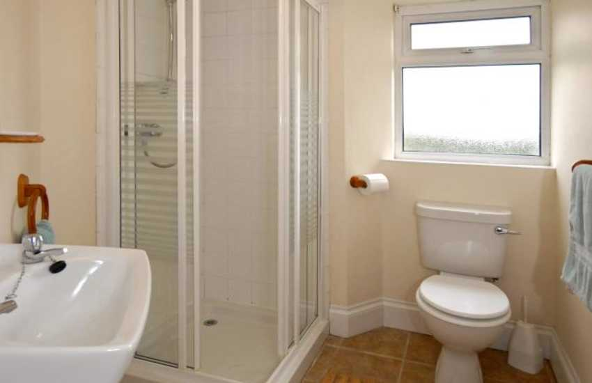 South Pembrokeshire holiday cottage - ground floor shower