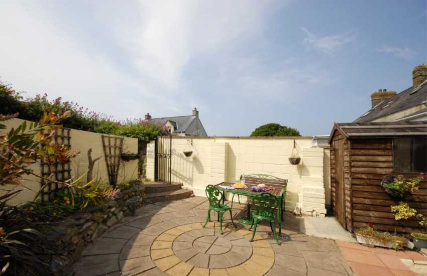 St Davids holiday cottage - sheltered enclosed patio