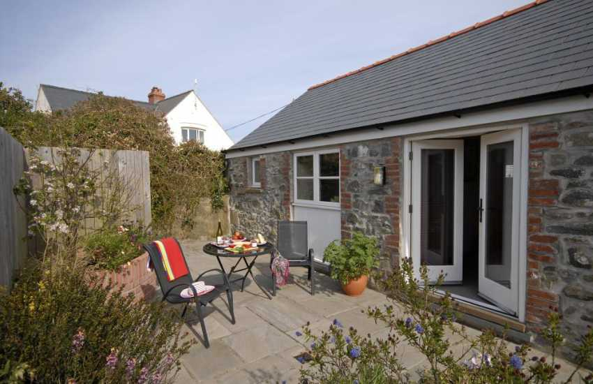 Pet friendly St Davids holiday home with enclosed sheltered patio