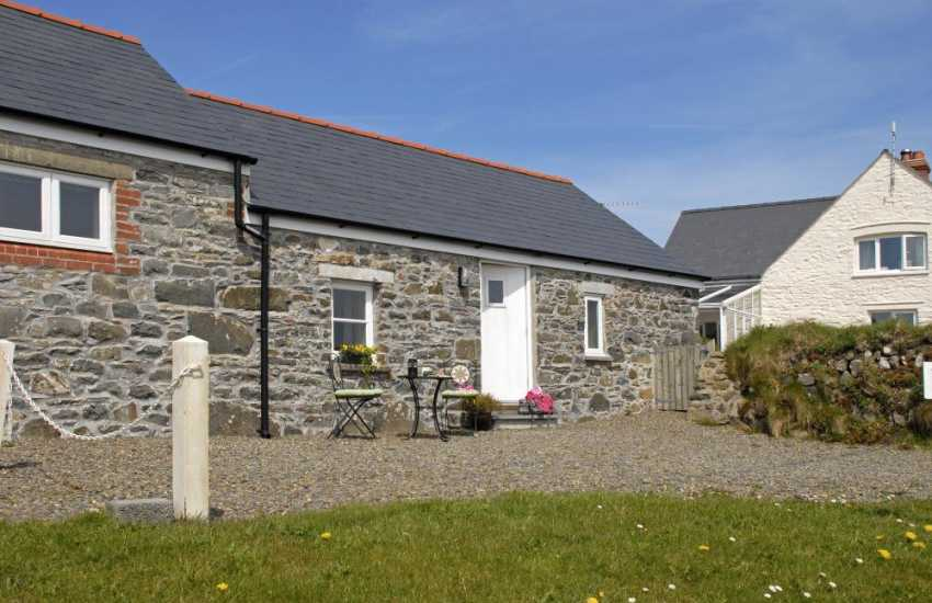 Whitesands Pembrokeshire holiday cottage - pets welcome