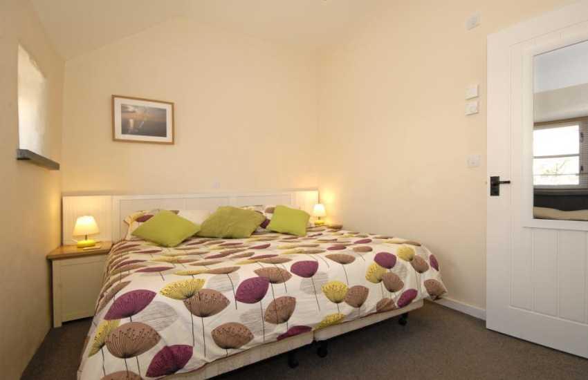 Pembrokeshire holiday cottage sleeps 2 - super kingsize master bedroom